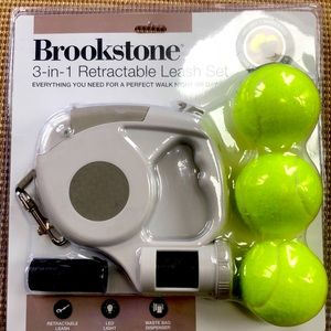 "NEW Brookstone 3-in-1 Retractable Leash up to 15""."